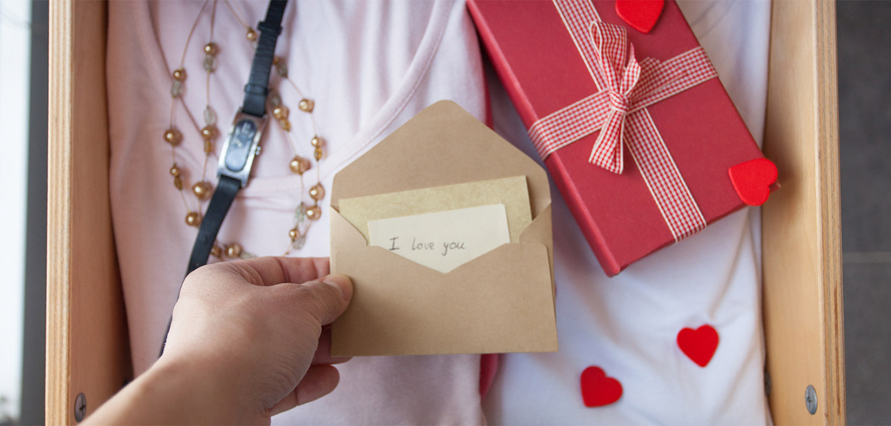 Romantic Gift Ideas to Surprise Your Love
